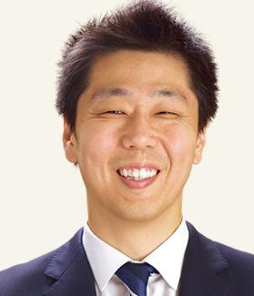 商品部 食品バイヤー兼・統括バイヤー 猪野 学(2005年入社)